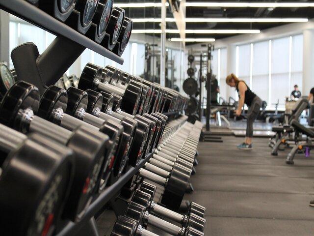 Dit zijn 5 voordelen van trainen met losse gewichten uitgelicht